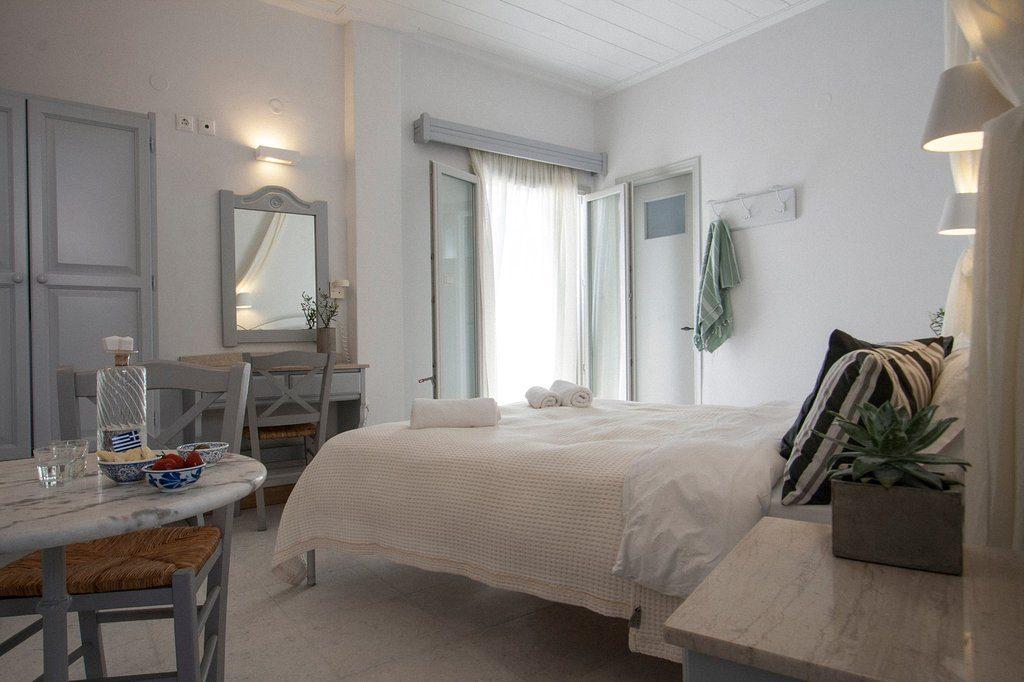 Parikia or Naoussa? - Argonauta Hotel, Parikia